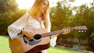 تصویر ۱۹ مدل گیتار کلاسیک برتر و باکیفیت برای افراد مبتدی تا حرفهای