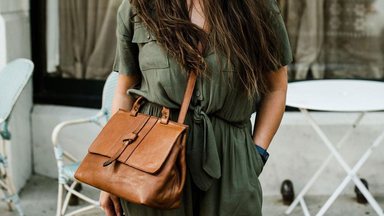 هنگام خرید کیف دوشی زنانه چه نکاتی را باید رعایت کنیم؟