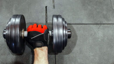 تصویر دستکش بدنسازی: معرفی بهترین دستکشهای وزنهبرداری با خرید اینترنتی