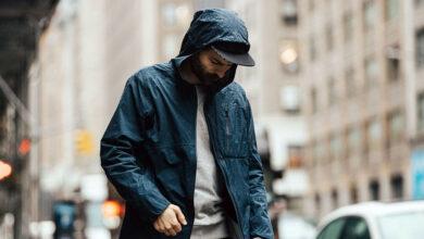 تصویر بارانی مردانه: معرفی بهترین بارانیهای مردانه با خرید اینترنتی